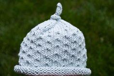 Mia & Maddie Designs: Freebie: Dotted Baby Hat