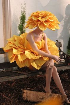 Jenny Gillies – New Zealand fashion/costume designer. Commission to make dahlia costume Jenny Gillies – New Zealand fashion/costume designer. Commission to make dahlia costume ellerslie-jenny-giles by fanny Dahlia : Flower dresses at the Royal Adelaid Fashion Art, Fashion Show, Fashion Design, Weird Fashion, Floral Fashion, Trendy Fashion, Costume Fleur, Alaaf You, Flower Costume