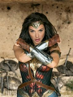 Gal Gadot as Wonder Woman in the Comic Con / SDCC 2016 edition of Entertainment Weekly Wonder Woman Cosplay, Wonder Woman Film, Gal Gadot Wonder Woman, Wonder Women, Female Superhero, Superhero Movies, Superhero Door, Superhero Cosplay, Entertainment Weekly