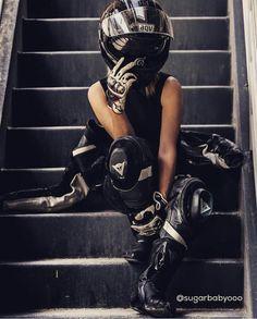 - b i k e s - Motos Dirt Bike Girl, Motorbike Girl, Motorcycle Outfit, Women Motorcycle, Motorcycle Helmets, Lady Biker, Biker Girl, Bmw 2002, Biker Photoshoot