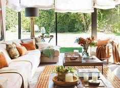Casa decorada em tons quentes e conforto