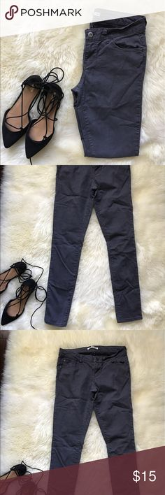 Forever 21 Grey Skinny Jeans Forever 21 Denim. Grey skinny jeans. Used once in awesome condition! Size 27 Forever 21 Jeans