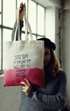 sac en toile, un sac cabas porté épaule