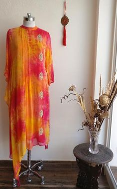 Be bright in this Multicolor Diffuse Dye Tunic. It is styled with one side Kaftan.