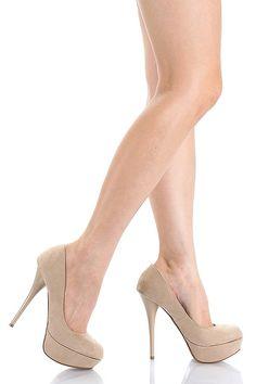Every girl needs a nude pump! Shoes Too Big, Pretty Shoes, Nude Pumps, Stilettos, Serena Van Der Woodsen, Round Toe Pumps, Gossip Girl, Short Girls, Taupe