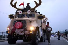 Wouldn't it be fun to see this in the Jacksboro Reindeer Games Christmas Lighted Parade? Rudolph Christmas, Christmas Truck, Christmas Games, Outdoor Christmas, All Things Christmas, Christmas Lights, Christmas Crafts, Christmas Decorations, Xmas