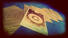 Retomamos el hilo sobre los mitos y supersticiones acerca del tarot. ¿Puede uno mismo echarse las cartas? ¿Se puede repetir la misma pregunta?