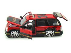 Jada Toys HEAT 1/24 Scale 2002 Cadillac Escalade Fire & Rescue Battalion Chief Diecast Car Model 5632