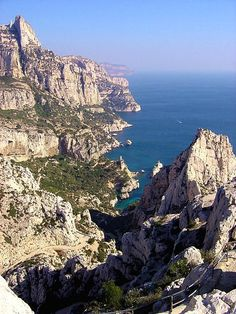 Calanques de Marseille (Sugiton vu du Belvédère). Photo prise par Michel Roux.