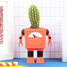Bliep bliep! De robotinvasie heeft nu zelfs onze plantenpotjes te pakken! Gelukkig hoeven we daar niet bang van te worden, want deze DOIY Robot bloempot staat hartstikke cool in de vensterbank of op tafel. Combineer met een minicactus of vetplantje!