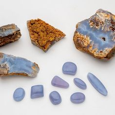 See what's inside the May/June 2020 issue of Lapidary Journal Jewelry Artist! See gemstones, how-to projects, trends, and more! Friendship Bracelets Designs, Bracelet Designs, Minerals And Gemstones, Rocks And Minerals, Gem Hunt, We Will Rock You, Crystal Magic, Rocks And Gems, Rock Crafts