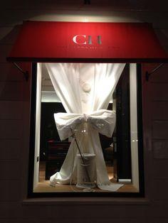 CH White shirt Window Clean