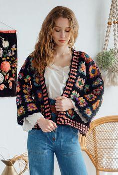 Crochet Saco, Crochet Granny, Diy Crochet, Crochet Top, Quilted Clothes, Sewing Clothes, Crochet Clothes, Crochet Jacket, Crochet Cardigan