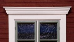 Färdiga fönsterkrön från Svenssons Trä i Ismundsundet AB Windows, Summer House, Inspiration, House, Exterior Paint, Villa, Cottage, Home, House Exterior