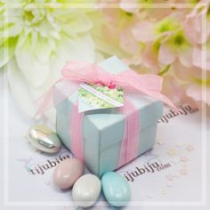 Sahibinin zevkini ve stilini yansıtan hediye en güzel hediyedir. Davetinizin rengine uygun kutu ve belirleyeceğiniz temaya uygun kart seçimiyle isminize özel, yaratıcı ve sıra dışı bir şeker kutusu kombinasyonu ortaya çıkarabilirsiniz.