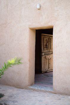Exterior Design, Interior And Exterior, Mediterranean Doors, Minimal Photo, Room Of One's Own, Studio Setup, Summer Aesthetic, Moorish, Minimalist Living