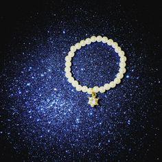 💙✴Da un cielo stellato nasce un bracciale perlato con un tocco di regalità....grazie Astou per aver scelto CreaCi💙✴   #creation #colcuore #braccialetti #CreaCi #creativity #pearls #bracelet #crown #handmade #personalized #pendants #swarovski #tiffany #bijouxpersonalizzati #bijoux #charms