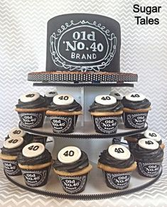 Jack Daniels inspired cake and cupcakes. Wrappers from EZ Party Printables on Etsy. Aniversário Jack Daniels, Festa Jack Daniels, Jack Daniels Birthday, Jack Daniels Wedding, Jack Daniels Geburtstag, Chalkboard Cake, Husband Birthday Cakes, 40 Birthday Cakes, 40th Birthday Themes
