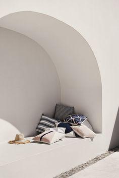 home home design Exterior Design, Interior And Exterior, Design Interior, Outdoor Spaces, Outdoor Living, Indoor Outdoor, Outdoor Decor, Outdoor Cushions, Outdoor Seating