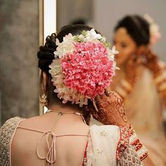 Indian Wedding Bun Hairstyle Pictures for to-be-brides - FABB South Indian Wedding Hairstyles, Bridal Hairstyle Indian Wedding, Bridal Hair Buns, Wedding Bun Hairstyles, Bridal Hairdo, Indian Hairstyles, Woman Hairstyles, Hairstyle Wedding, Bridal Shoot