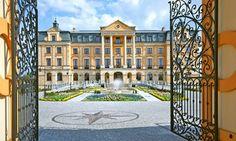 Pałac Bursztynowy - kompleks hotelowy, restauracyjny, konferencyjny i rekreacyjny.