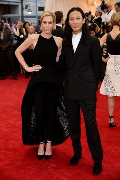 Pin for Later: Seid glamourös oder lasst es sein: Alle Stars vom roten Teppich der Met-Gala! Kristen Wiig und Alexander Wang