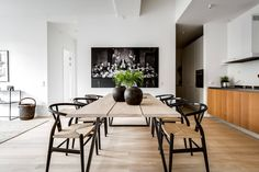 Today we are talking about the best white dining room decor for your dining room design. Dining Table Design, Dining Room Table, Dining Area, Black Dining Chairs, Black And White Dining Room, White Chairs, Dining Rooms, Black White, Dining Room Inspiration
