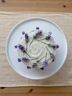 Earl Grey Cake, Earl Grey Tea, Sweet Recipes, Cake Recipes, Dessert Recipes, Lavender Cake, Culinary Lavender, Cake Decorating Techniques, Pretty Cakes