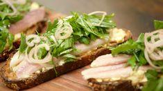 Zuurdesemtoast met salade in 't groen en gerookte paling   Dagelijkse kost