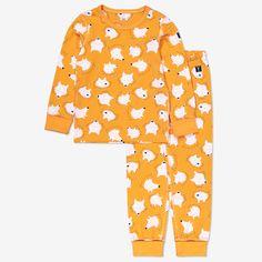 Tvådelad pyjamas med vargtryck. Plaggen är tillverkat i mjuk ekologisk bomull. Tröjan har lång ärm med extra lång mudd vid ärmslut som går att vika upp eller ned, och byxan har elastisk midja som går att justeras med knytband, samt extra lång mudd vid benslut.• Extra mjuka sömmar• Extra lång mudd vid ärm- och benslutProduktionsland: BangladeshFabrik: Fakir Apparels Ltd.Läs mer på polarnopyret.se/pop-cares/vara-leverantorer Pyjamas, Pajama Pants, Fashion, Velvet, Moda, La Mode, Fasion, Fashion Models, Trendy Fashion