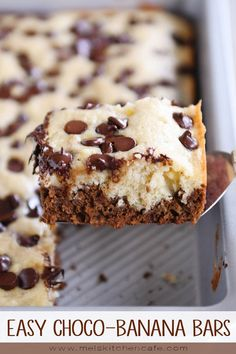 banana dessert recipes These super soft, super easy choco-banana bars are insanely delicious! If you love a little chocolate with your banana bread, youre going to love these! Buttermilk Banana Bread, Sour Cream Banana Bread, Banana Bread Recipes, Banana Dessert Recipes, Baked Banana, Dessert Food, East Dessert Recipes, Easy Dessert Bars, Banana Bars