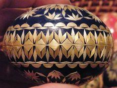straw weaver and folk painter Sidonka Wadina Pictures On String, Felt Pictures, Eastern Eggs, Corn Husk Dolls, Egg Shell Art, Straw Art, Carved Eggs, Easter Egg Designs, Ukrainian Easter Eggs