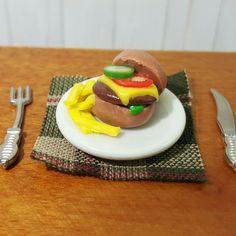 Mini Burger und weitere Miniaturen fürs Puppenhaus hier im Shop Kleine Geschenke für den Nikolaussack oder unterm Weihnachtsbaum
