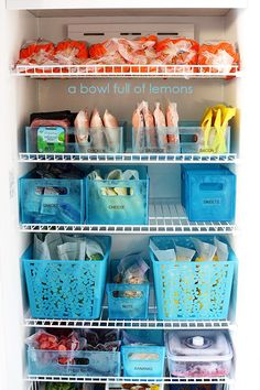 We tend to get bulk sized portions and throw some leftover items into the freezer. All these clever freezer organization hacks will keep your food fresh. Refrigerator Organization, Pantry Organization, Deep Freezer Organization, Basket Organization, Planner Organization, Organisation Hacks, Freezer Storage, Organize Freezer, Freezer Hacks