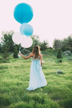 Baby gender reveal balloons outdoors photograph, perfect for boys or girls Pregnancy Gender Reveal, Pregnancy Photos, Pregnancy Test, Balloon Gender Reveal, Girl Maternity Pictures, Boy Pregnancy, Gender Reveal Announcement, Pregnancy Costumes, Its A Girl Announcement