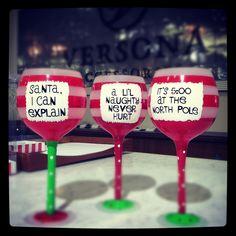 Sassy sayings Christmas wine glasses #Versona ❤these