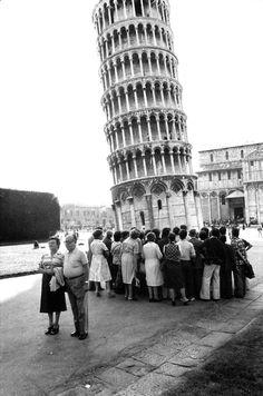 Elliott Erwitt - Pisa, Italy, 1976. ☚