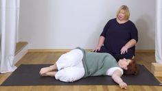 Yoga Video Yoga X-Large: Basic-Yoga für Anfänger in der Rückenlage Yoga Meditation, Sanftes Yoga, Yin Yoga, Yoga Online, Yoga Videos, Video Yoga, Basic Yoga, Yoga Fitness, Fitness Workouts