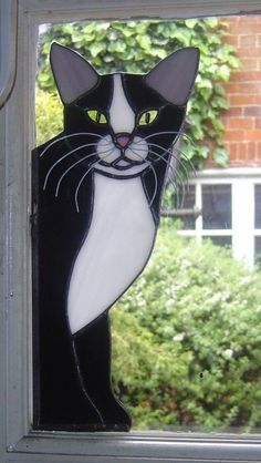 "Black and White ""Peeping"" Cat : Handcrafted Stained Glass, Hertfordshire Glass Crafts Stained Glass Patterns Free, Stained Glass Designs, Stained Glass Panels, Leaded Glass, Stained Glass Art, Mosaic Glass, Fused Glass, Mosaic Animals, Glass Animals"
