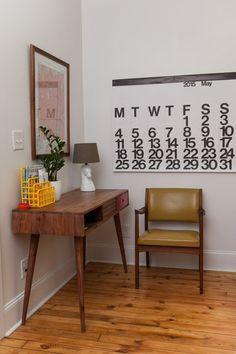 70+ Mid Century Modern Apartment Decoration Ideas http://seragidecor.com/70-mid-century-modern-apartment-decoration-ideas/