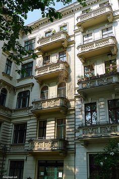 Riehmers Hofgarten - Berlin - one of the most beautiful places to live in Berlin. Ja, dort habe ich mit dem Fotografen U. Jeromin, der dort sein Atelier hatte, zusammengearbeitet.