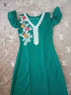 Embroidery On Kurtis, Kurti Embroidery Design, Arab Fashion, Womens Fashion, Kids Frocks, Caftan Dress, Traditional Fashion, Fashion Dresses, Girls Dresses