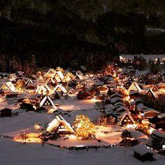 世界遺産、「飛騨白川郷」。日本人なら一度は行っておきたい美しい場所です。そんな白川郷が今まさに一年で一番美しい季節なのです。