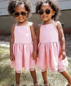 Pretty Little Girls, Pretty Baby, Mcclure Twins, Biracial Babies, Cute Funny Babies, Adorable Babies, Kids Curly Hairstyles, Curly Kids, Funny Baby Pictures