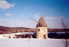 Moulin à vent en hiver.   Source : Ginette Martel Champoux, CCDMD, 2001 (consulté le 8 décembre 2014). France 2, Le Moulin, Windmills, Quebec, Scenery, Images, Coast, Canada, Romantic