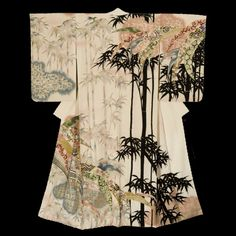 Houmongi Kimono. Late Showa Period (1970-1990), Japan. The Kimono Gallery. A chirimen silk kimono featuring bamboo.. The uniqueness and luxurious nature of the time-consuming artwork indicate that this kimono was likely specially ordered, and created by a talented group of artists/craftsmen. Yuzen-dying and foil motifs.