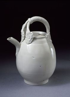 Ewer, glazed stoneware, Ding ware, China, Northern Song dynasty, 11th century