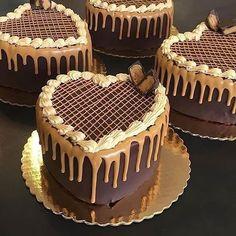 Cake Decorating Designs, Cake Decorating Videos, Chocolate Cake Designs, Chocolate Recipes, Gourmet Cakes, Food Cakes, Mini Cakes, Cupcake Cakes, Cake Icing