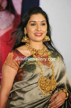Anu Prabhakar in Temple Jewellery - Indian Jewellery Designs Indian Jewellery Design, Indian Jewelry, Jewelry Design, Gold Temple Jewellery, Hindu Bride, White Gold Jewelry, India Beauty, Indian Bridal, Bridal Jewelry