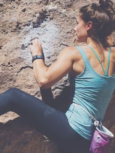 Bouldering is a great total body workout. It improves strength, agility, endurance, and flexibility. Climbing Outfits, Escalade, Yoga, I Work Out, Get Healthy, Fitspiration, Fitness Inspiration, Fitness Motivation, Fitness Plan